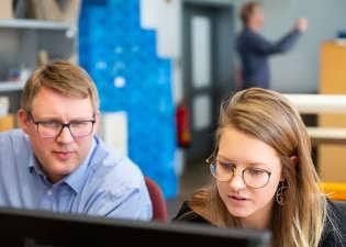 Schulung unserer Mitarbeiter am Arbeitsplatz zur Steigerung der Qualität unserer Produkte
