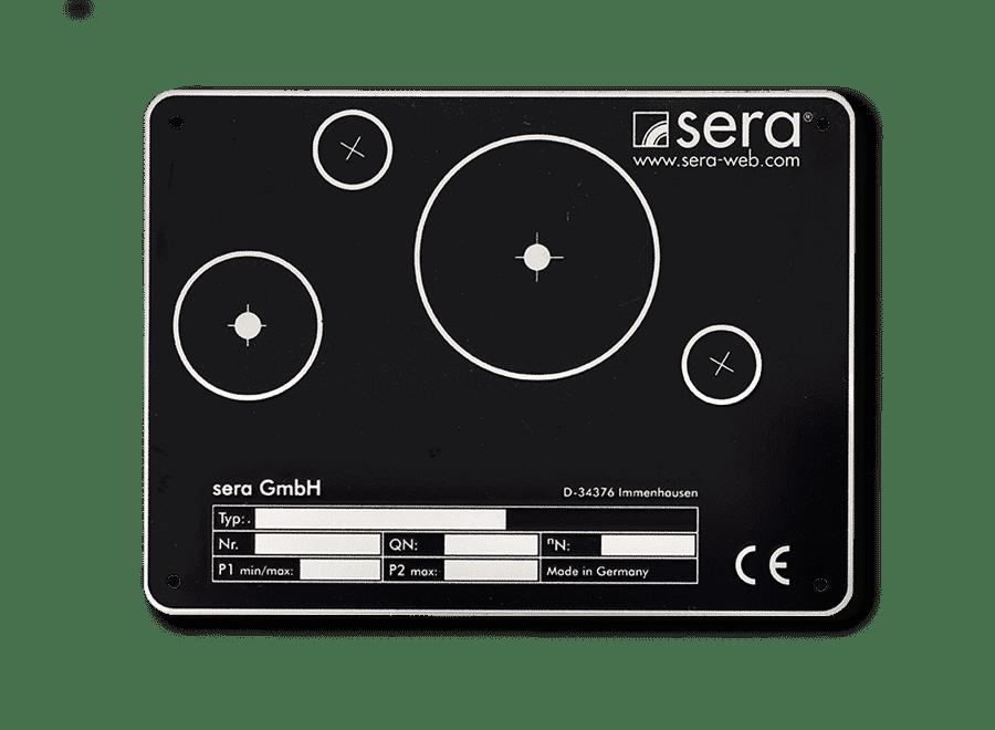 Frontplatte aus Edelstahl, Grund vertieft geaetzt schwarz, Texte und Symbole erhaben blank