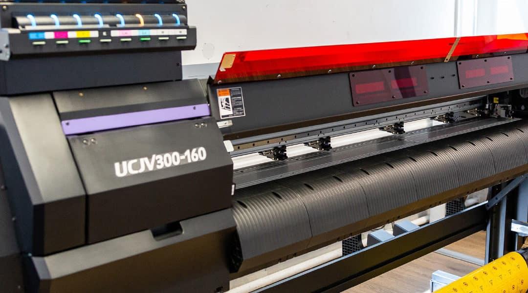 Blick in die Digitaldruckabteilung auf UV-Drucker